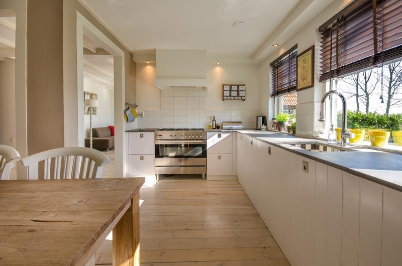 Distribución de la cocina con luz natural