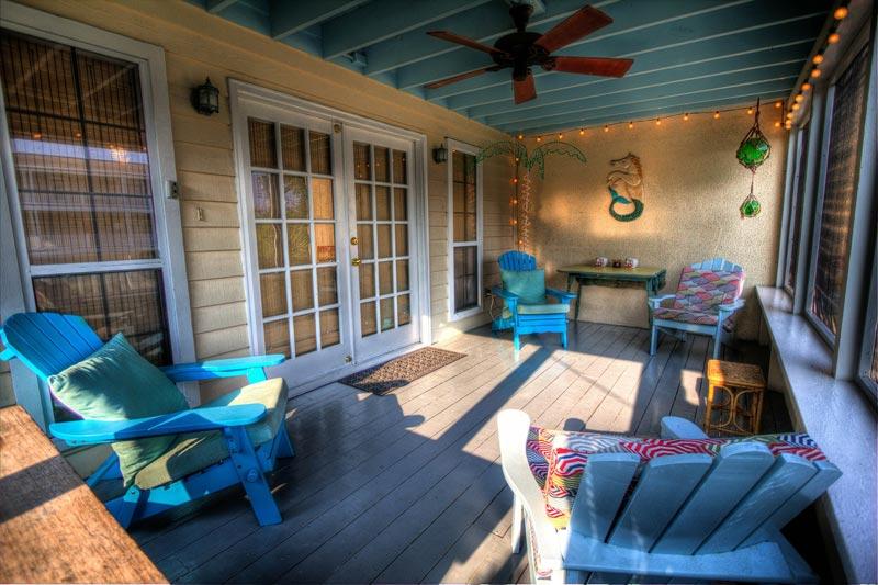 Reforma integral de terraza: Una terraza cubierta