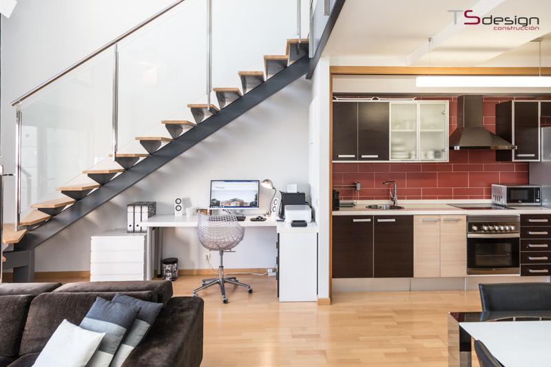 Integración de espacios debajo de la escalera