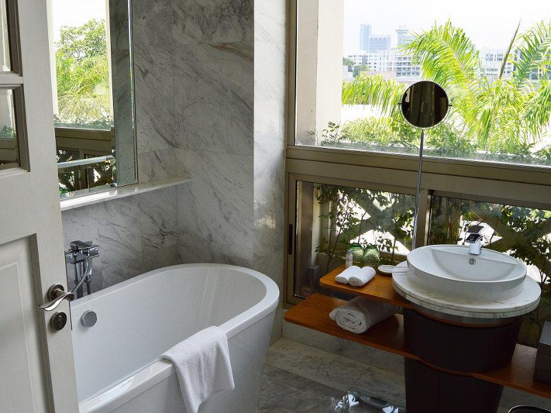 Apuesta por la iluminación natural en el baño