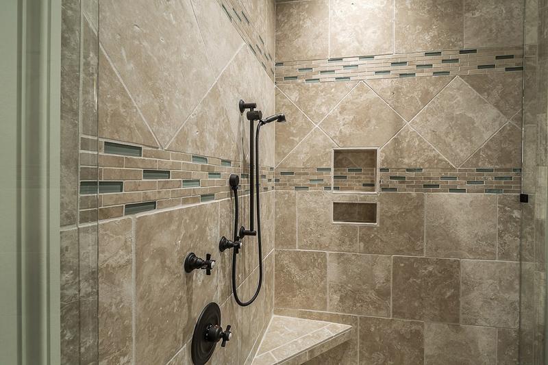 Reformar el baño con un plato de ducha de piedra
