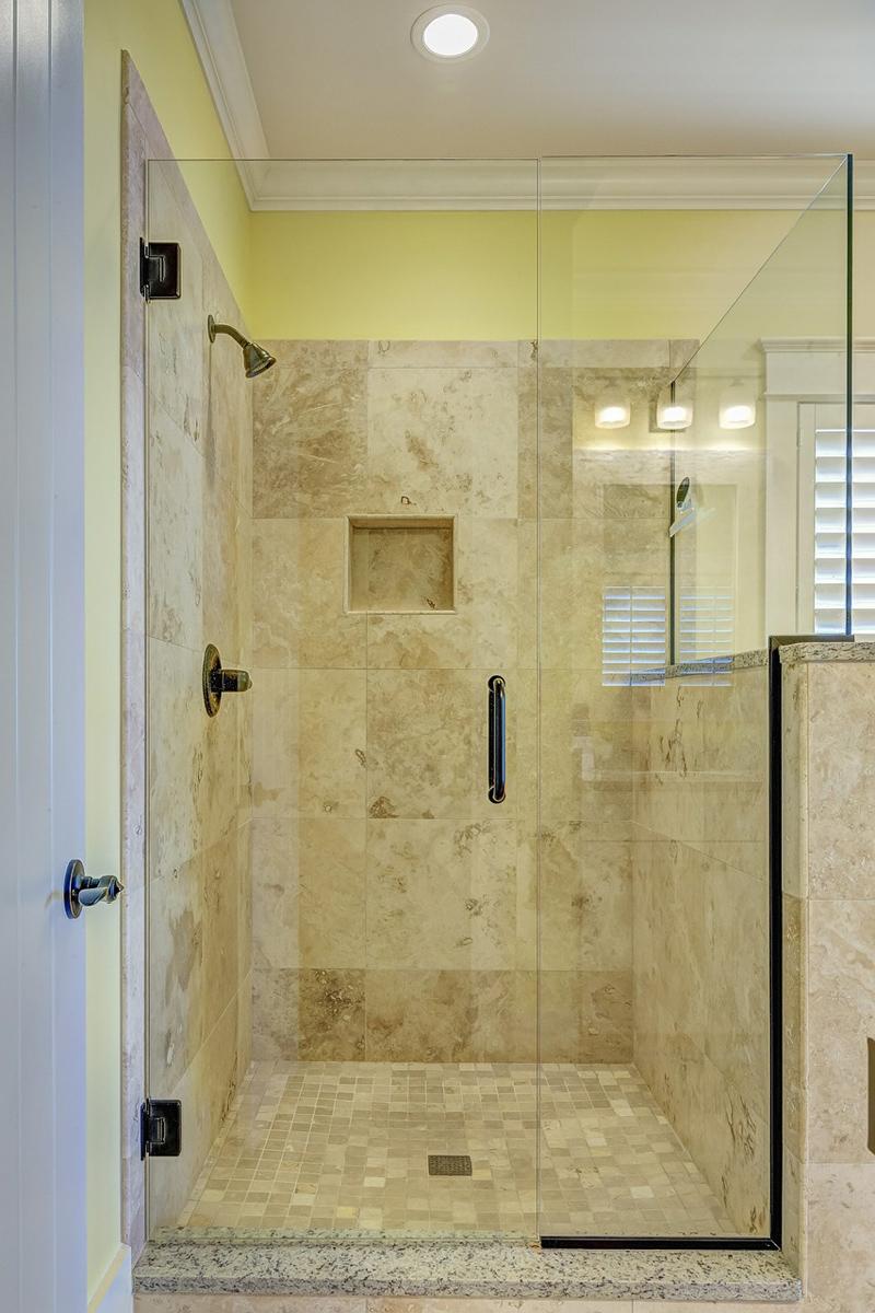 Reformar el baño con un plato de ducha de resina