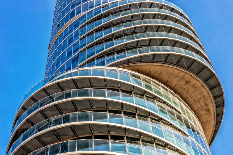Cómo reformar una fachada de vidrio que sea eficiente