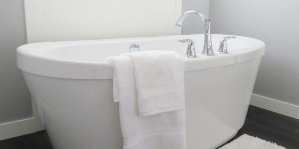 Reformas de baño: Bañeras exentas, la tendencia retro