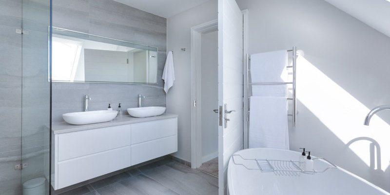 Reforma de baño: Ventajas de muebles suspendidos